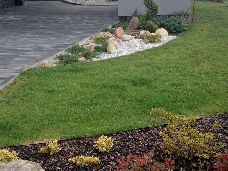 Provzdušňování okrasných trávníků vč. hnojení a odplevelování