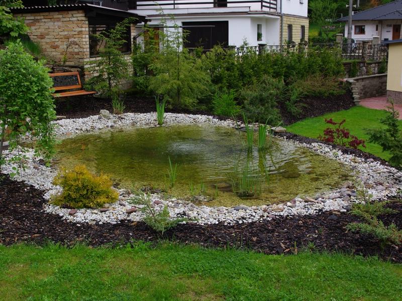 Zahradní jezírka, potůčky a kaskády